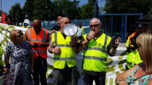 Ronnie Draper BFAWU General Secretary addresses the strikers on the picket line